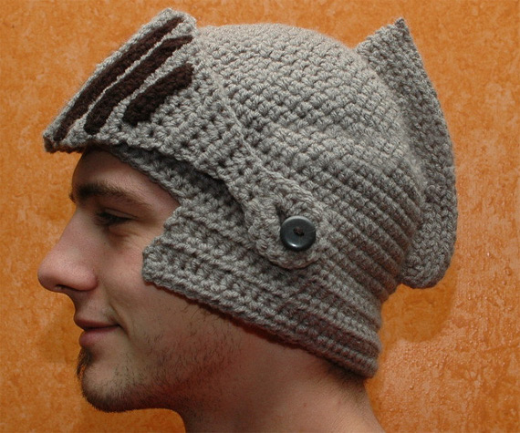 crocheted-knights-helmet-1